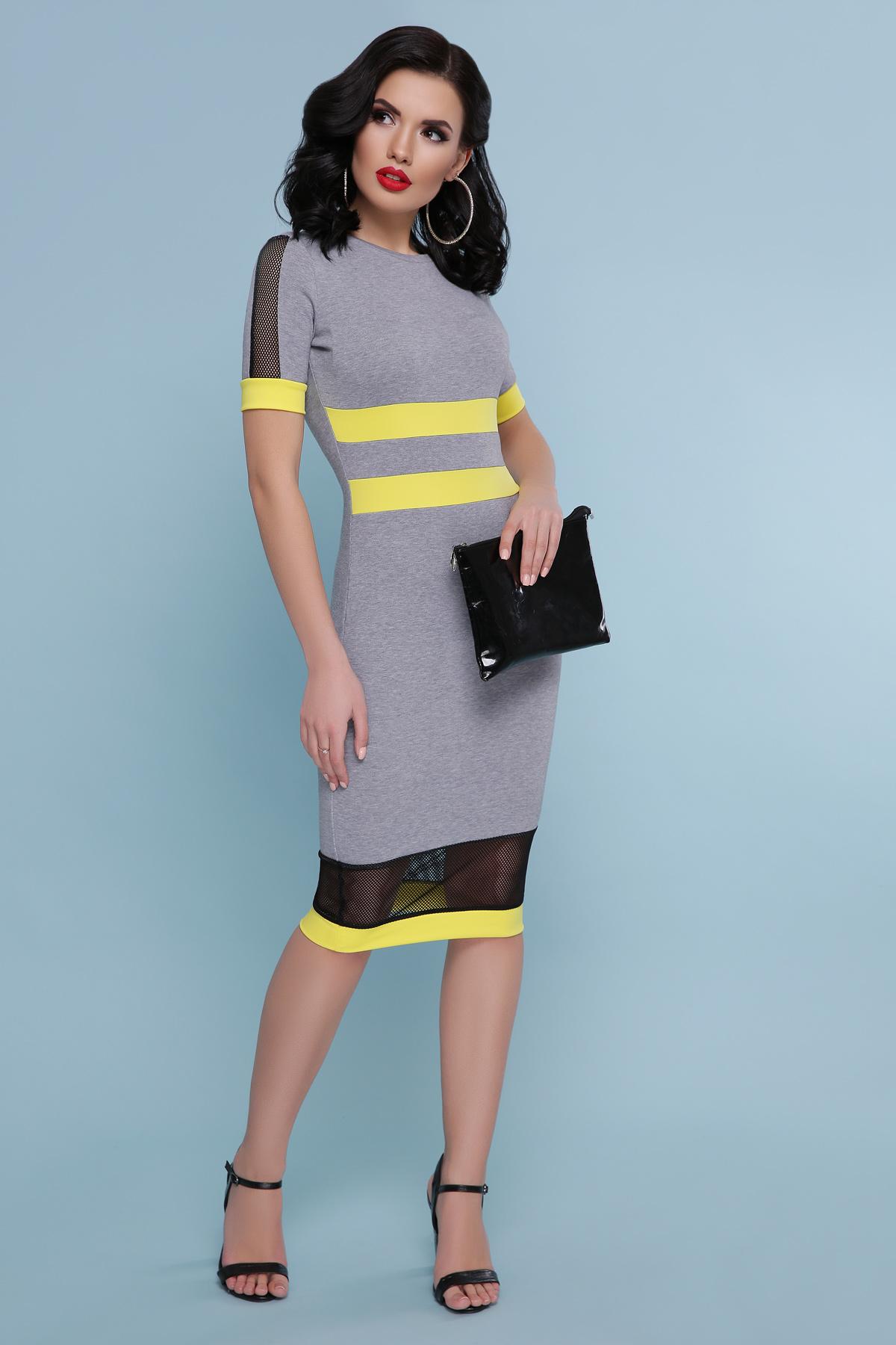 серое платье с желтым