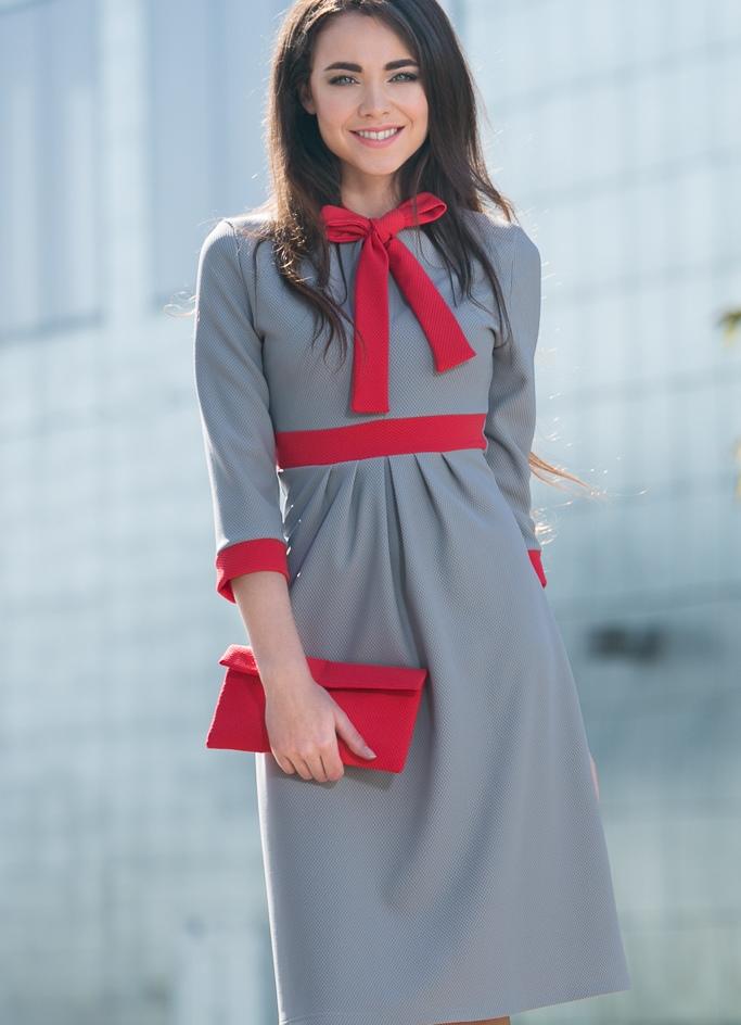 платье серое с красным