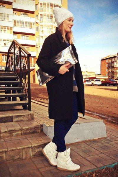 s-kakim-golovnym-uborom-nosit-palto-halat