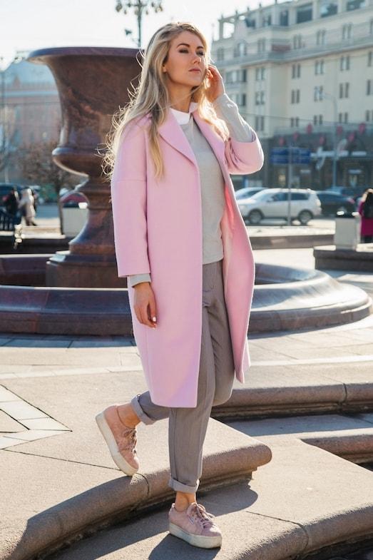 s-kakoy-obuvyu-nosit-dlinnoe-palto-halat